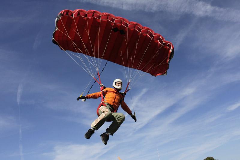 The landing sports parachutist