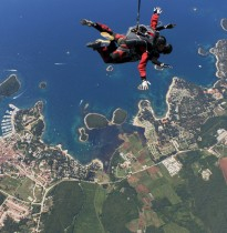 Tandem skydive Vrsar from 2500m and airplane Cessna C-206, feel 25 seconds of free fall!